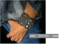 Cute Crochet, Crochet Crafts, Crochet Hooks, Crochet Projects, Crochet Motifs, Crochet Stitches, Bracelet Crochet, Knitting Patterns, Crochet Patterns