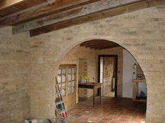 Revestimiento y decoración de paredes con piedra artificial.