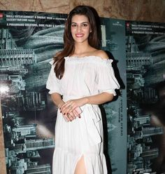 Kriti Sanon was looking flattering while she attended the screening the Irfan Khan's Madaari. She chose to wear Maddison On Peddar white off-shoulder Praire Set. The off-shoulder trend is making everyone go crazy in the fashion ground. It's playful, sexy and feminine. Kriti Sanon seamlessly mastered the trendiest look. She perfectly topped off the look …