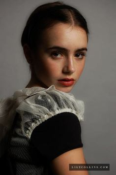 Lily Colins looks is so pretty and poised in this photo. Lily Collins, Beautiful People, Beautiful Women, French Girls, Portraits, Belleza Natural, Foto E Video, Girl Crushes, Beauty Women