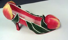 Willow Hall Original April Birthday Tulip Miniature Shoe Collectible $12.99