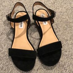 Shop Women's Steve Madden Black size 6 Sandals at a discounted price at Poshmark. Description: Brand new never worn black Steve Madden sandals! Cute Shoes Flats, Fancy Shoes, Me Too Shoes, Mode Rock, Bridal Heels, Minimalist Shoes, Sandals Outfit, Steve Madden Bags, Clearance Shoes