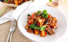 Spicy Tempeh-Bacon Sweet Potato Hash [Vegan] <p>This spicy tempeh-bacon sweet potato hash is the perfect accompaniment to tofu scrambles and omelettes. It's savory, a little spicy, super filling, and can be completely customized! </p>