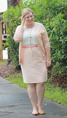 Outfit details: Boden Wow Pencil Skirt, ON peach cardigan, lace top, Madewell Sidewalk Skimmers and Baublebar pearl tassel necklace. Simple Work Outfits, Casual Outfits, Office Attire, Work Attire, Women's Plus Size Swimwear, Vestidos Plus Size, Dressy Skirts, Curvy Girl Outfits, Professional Dresses