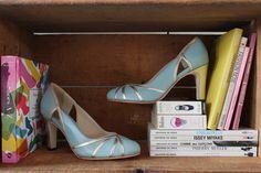 The Day Shoe . Modelo Cecilia da linha Pret-a-Porter na versão Azul Céu com Champagne. Sapato de noiva do jeitinho que você sonha... #sapataodenoiva #sapatosobmedida #feitoamao #thedayshoe #sapato #saltoalto #shoe #shoes #wedding
