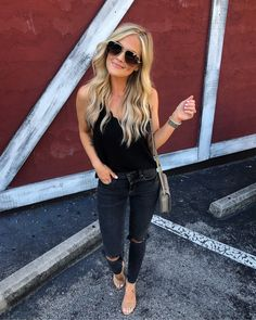 These are the perfect medium wash high rise jeans. They have all gold hardware with a front zipper and button. These jeans are comfortably fitted and shape the body so well. You can wear them with any Casual Outfits, Cute Outfits, Fashion Outfits, Womens Fashion, Summer Outfits, Fashion Edgy, Prep Fashion, Black Outfits, Feminine Fashion