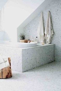 White pearlescent mosaic