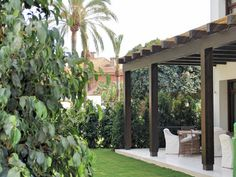 24 Πέργκολες που θα σε κάνουν να μην ξαναμπείς σπίτι! Terrace, Outdoor Structures, House Styles, Garden, Furniture, Appointments, Decor, Patio, Houses
