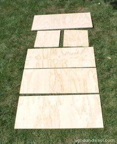 Learn how to make a rolling DIY outdoor storage box / bench for your patio or deck with this step by step tutorial. It is designed to be made from one sheet of plywood. Outdoor Storage Boxes, Diy Storage Bench, Diy Bench, Wood Storage Box, Storage Chest, Plywood Storage, Plywood Boxes, Outdoor Plywood, Plywood Projects