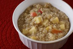 Apple Cinnamon Oatmeal ~ Warm. Slightly crunchy. Just the right sweetness. | 5DollarDinners.com