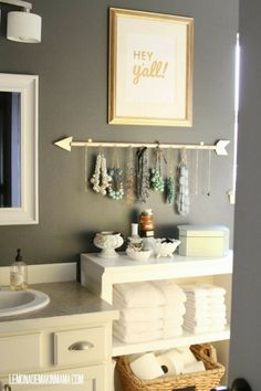 Bathroom organization.  I'm totally in love with the picture and arrow necklace holder.  So doing this!!!