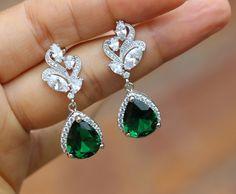 silver Emerald earring green earring wedding earring drop earring bridesmaid earring by arbjewelry on Etsy https://www.etsy.com/uk/listing/211588844/silver-emerald-earring-green-earring
