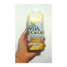 Hola me llamo Anitta y tengo una nueva adicción. Viva #vitacoco!
