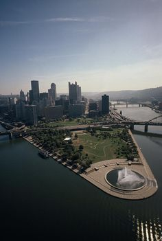 ✮ Pittsburgh and the confluence of the Monongahela and Allegheny rivers