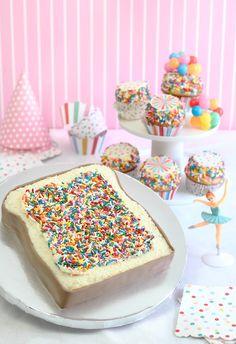 #DIY Fairy Bread Party Cake www.kidsdinge.com https://www.facebook.com/pages/kidsdingecom-Origineel-speelgoed-hebbedingen-voor-hippe-kids/160122710686387?sk=wall