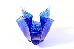 LATTIMO | DECOR Svuotatasche in vetro della serie di complementi decorativi del brand LATTIMO, disponibili in diverse gradazioni cromatiche. Prodotto lavorato a mano. Glass vase, made in Italy.