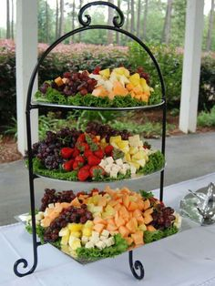 Trendy Fruit Tray Ideas For Wedding Receptions Party Platters Ideas Party Platters, Party Trays, Snacks Für Party, Cheese Platters, Appetizers For Party, Appetizer Recipes, Fruit Party, Veggie Platters, Fruit Appetizers
