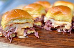 Reuben Sliders | Slower Cooker corned beef #reubens #sliders #slowcooker