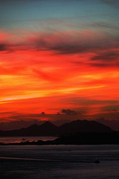 Sunset in Ría de Vigo, Galicia, Spain. Firestorm photographer unknown