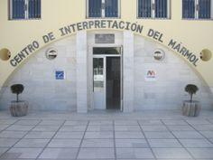 Nuestro Centro de Interpretación del Mármol abre sus puertas todos los días de 10:00 a 14:00 y de 17:00 a 19:00. Lunes cerrado. De mayo a septiembre el horario de tarde será de 18:00 a 20:00.