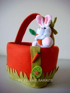 cesta de páscoa feita de pote de sorvete, com feltro, enchimento e apliques, por Eliane Barros.
