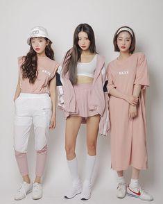 Love these korean fashion outfits Korean Fashion Trends, Korean Street Fashion, Korea Fashion, Kpop Fashion, Cute Fashion, Asian Fashion, Girl Fashion, Fashion Looks, Fashion Outfits