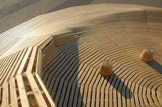 Crater Lake de 24º Studio, instalación de madera en Kobe, Japón | Experimenta  http://www.experimenta.es/noticias/arquitectura/crater-lake-instalacion-de-24o-studio-para-la-competicion/