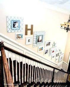 30 ideas para decorar escaleras: Paredes, descansillos, barandillas y escalones Verandas, Stair Risers, Stairway, Family Photography, Modern Houses