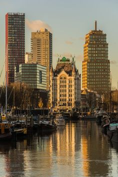 Rotterdam - Oude haven in ochtendgloren Most Beautiful Cities, Wonderful Places, Rotterdam Netherlands, Paradise On Earth, New City, Travel Abroad, Eindhoven, Alter, Dutch