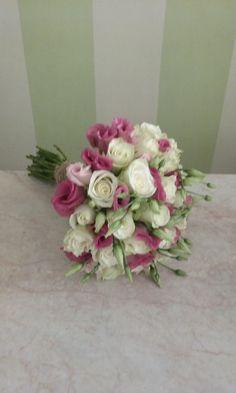 #bridal#bouquet#lysianthus#roses# Bridal Bouquets, Flower Arrangements, Floral Wreath, Roses, Wreaths, Flowers, Inspiration, Beautiful, Home Decor