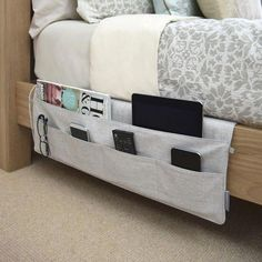 16 ideas for college dorm room organization. These ideas are perfect for freshman year. The best college dorm room organization ideas. Dorm Room Organization, Organization Hacks, Organizing Ideas, Small Space Organization, Organising, Small Space Storage, Organizing Dorm Rooms, Bedside Table Organization, Wardrobe Organisation