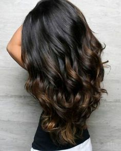 The most popular highlights for dark hair are light brown or caramel balayage, but there are no limits on color for a balayage hairstyle. Look below for the top balayage for dark hair to find your inspiration. Brown Hair Balayage, Brown Blonde Hair, Balayage Brunette, Hair Color Balayage, Caramel Balayage, Dark Balayage, Brunette Color, Brunette Hair, Balayage Hair Dark Black