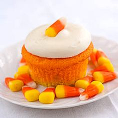 Easily decorate white cupcakes for Halloween- Candy Corn Cupcakes! Fun and delicious!