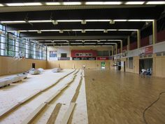 Fasi di #posa del nuovo #parquet in rovere in una delle palestre sede di allenamento del #Bamberg Basket