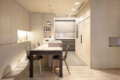 Comedor con mesa extensible y almacenaje integrado.