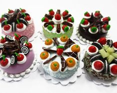 Cake for dolls of polymer clay. Miniature dollhouse food.   Etsy Polymer Clay Miniatures, Dollhouse Miniatures, 6 Cake, Cake Sizes, Doll Food, Tiramisu Cake, Miniature Food, Macaroons, Color Mixing