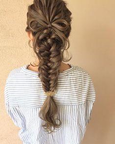 フィッシュボーンの可愛い髪型まとめ|結婚式、お呼ばれヘアアレンジ | marry[マリー] Fishtail Hairstyles, Dress Hairstyles, Fancy Hairstyles, Hairstyles For School, Waitress Hairstyles, Hair Arrange, Hair Dos, Gorgeous Hair, Bridal Hair