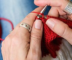 7 Pro Tips For Sock Knitting Success (Even if it's Your First Time) The difference between a pair of hand-knit socks and the ones from the store is sort of like the difference between cott. Vogue Knitting, Knitting Socks, Free Knitting, Knit Socks, Easy Knitting Patterns, Crochet Patterns, Knitting Tutorials, Knitting Ideas, Learn How To Knit
