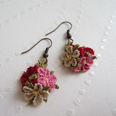 Brincos Coloridos com Flores -  /   Earrings with Colorful Flowers -