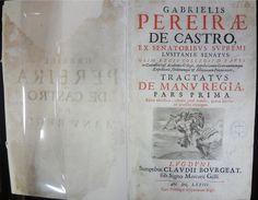 CASTRO, Gabriel Pereira de, 1571-1632. Tractatvs de manu regia : pars prima. Editio noviflima. Lvgdvni: Clavdii Bovrgeat, 1673. Idioma: Latim. Origem: Portugal