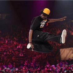 Mamson - Stage di House  Numero massimo di partecipanti: 70 Lo stage ha un costo di € 30,00 per prenotazioni entro il 31.01.2016 ed include l'entrata in fiera il giorno stesso. In caso di adesione oltre questa data il prezzo subirà degli aumenti.  E' possibile anche acquistare il percorso: House + Locking + Poppin + Hip Hop.