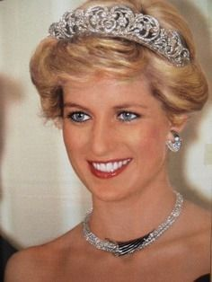 """royals-and-quotes: """" Tiara Tuesday - The Spencer Tiara The Spencer Tiara used by Lady Diana Spencer on the day of her wedding to Prince Charles in The tiara was made of gold and entirely covered. Princess Diana Family, Real Princess, Princess Kate, Princess Of Wales, Princess Diana Jewelry, Kate Middleton, Princesa Diana, Prinz Harry, Diana Fashion"""