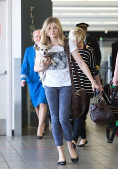 Chloe Moretz jets off to film Carrie remake in Canada with with a VIP passenger. her dog Missy Chloe Grace Moretz Instagram, Laura Marano, Celebrity Look, Celebrity Dresses, Chloë Grace Moretz, Converse, Pinterest Fashion, Bikini, Beleza