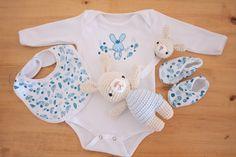 ajuares de nacimiento realizados en algodón y estampados artesanalmente