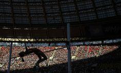 IlPost - La cinese Zheng Xingjuan durante la finale femminile di salto in alto ai mondiali di atletica di Mosca, Russia, 17 agosto 2013. (AP Photo/David J. Phillip)