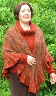I love the kind of free shawl knitting patterns that effortlessly capture the essence of a season. This Warm Ruffle Shawl is warm enough for winter, but features all of the colors of autumn. Shawl Patterns, Baby Knitting Patterns, Lace Knitting, Knitting Stitches, Knit Crochet, Knitting Needles, Knitting Machine, Vintage Knitting, Crochet Granny
