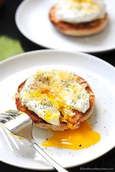 Poached Eggs with Gouda on Toast | http://shewearsmanyhats.com/poached-eggs-with-gouda/