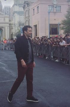 Jimmy arrived in Orlando James Thomas, Tonight Show, Male Celebrities, Jimmy Fallon, My Crush, Parrots, Crows, Plank, Comedians