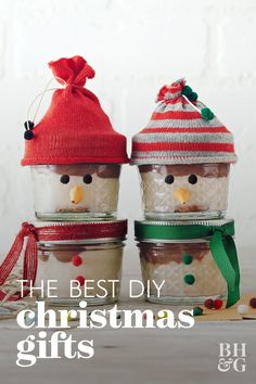 These festive snowman snacks are almost too cute to eat—almost! Inside the jars, a yummy traditional cheesecake is just waiting for its spoon. #foodgifts #homemadechristmasgifts #giftbasketideas #giftideas #bhg