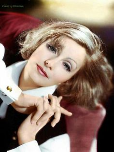 Beautiful color photo of Greta Garbo Hollywood Stars, Hollywood Cinema, Hooray For Hollywood, Hollywood Icons, Old Hollywood Glamour, Vintage Glamour, Vintage Hollywood, Classic Hollywood, Vintage Men
